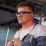 6- Na Městských slavnostech ve Zdicích vystoupil jako hlavní hvězda akce Petr Kotvald- web